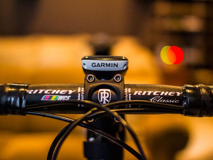 The Garmin 800 even looks good on the bike.
